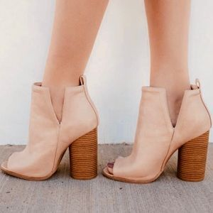 Shoes - • sale • display shoe | perfect peep toe bootie |